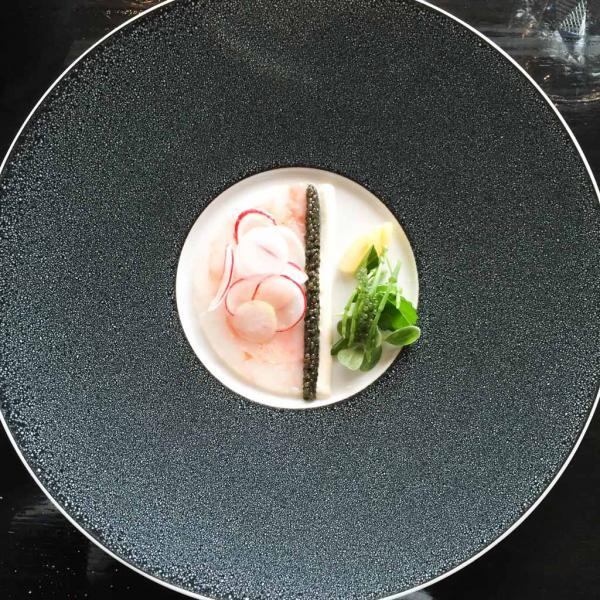 Langoustine et caviar : une entrée de classe mondiale chez &samhoudplaces | © Yonder.fr