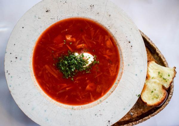 Dans un registre plus traditionnel, Kanapa vaut également le détour pour goûter le meilleur de la cuisine ukrainienne © YONDER.fr