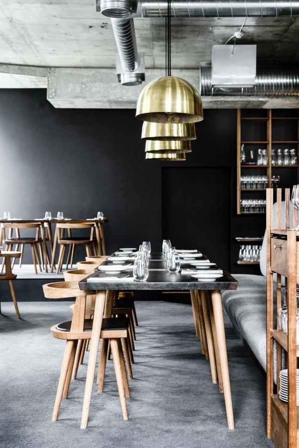 Élégant décor minimaliste dans le restaurant © Line Thit Klein