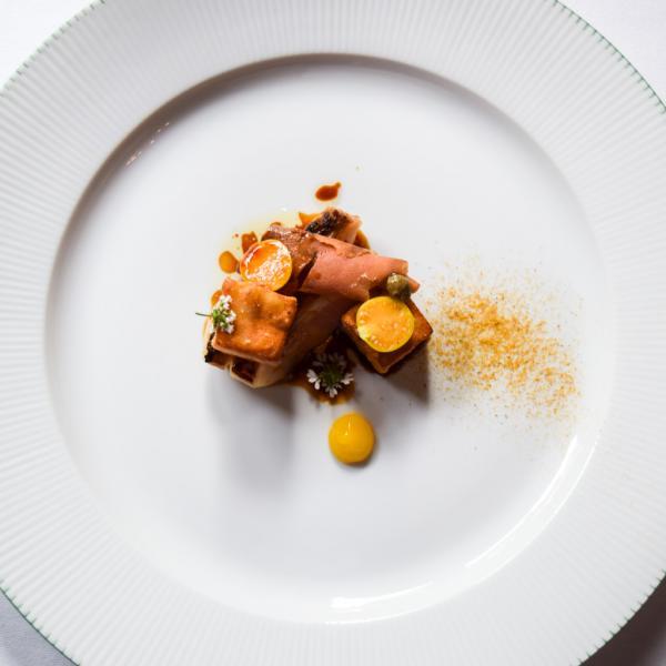Rouget, aubergines caramélisées, poutargue © Yonder.fr