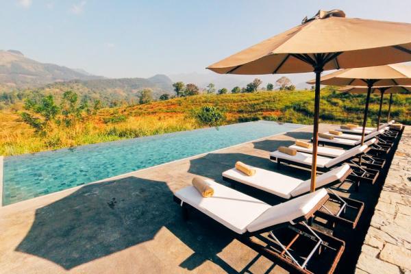 La piscine à débordement invite à la détente avec sa vue panoramique © Constance Lugger