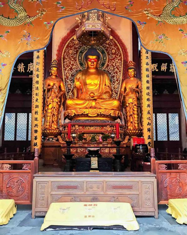Le plus grand Bouddha assis de Chine se trouve dans le Temple de Lingyin voisin de l'Amanfayun © YONDER.fr