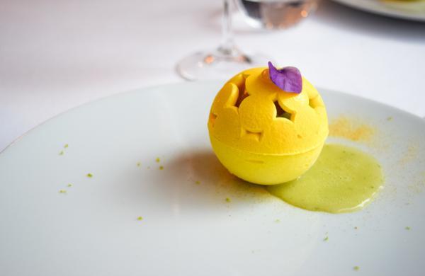 Le vacherin, un dessert signature de KEI, également régulièrement revisité selon les saisons. © Yonder.fr