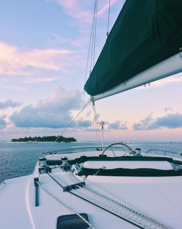 Les couchers de soleil resplendissants à bord du catamaran sont des moments inoubliables © Pierre Gunther