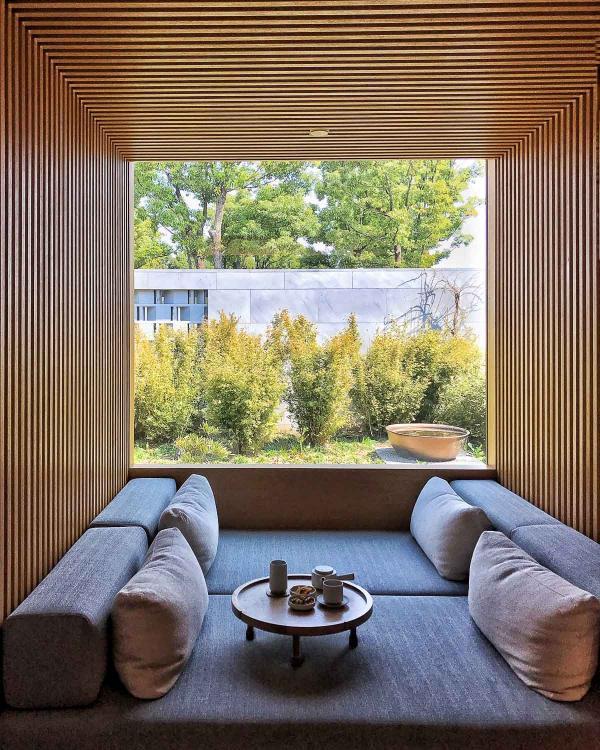 Espace de relaxation dans l'une des 10 cabines de traitement du Spa © YONDER.fr