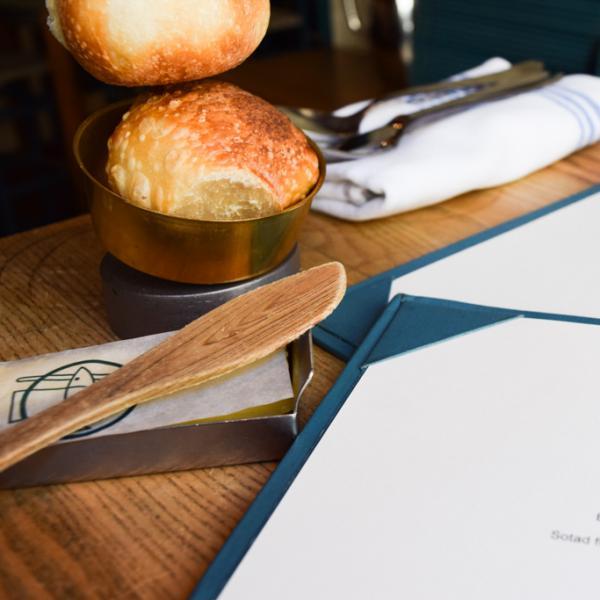 Déjeuner chez Rolfs Kök, bistrot emblématique de la renaissance gastronomique locale © Yonder.fr