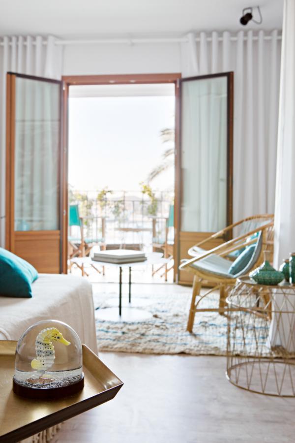 Chaque suite s'ouvre un balcon ou une terrasse © Yann Deret