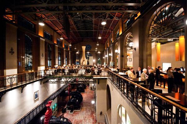 A l'intérieur de la néo-brasserie Het Pomphuis, installée dans une ancienne station de pompage du port © Het Pomphuis