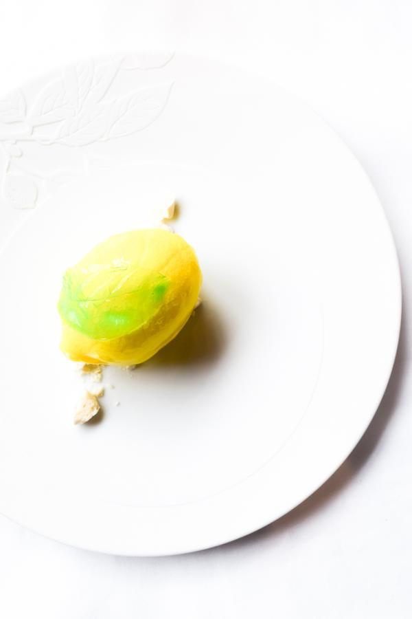 Citron de Menton givré au limoncello, aux saveurs de poire et citron confit © Yonder.fr