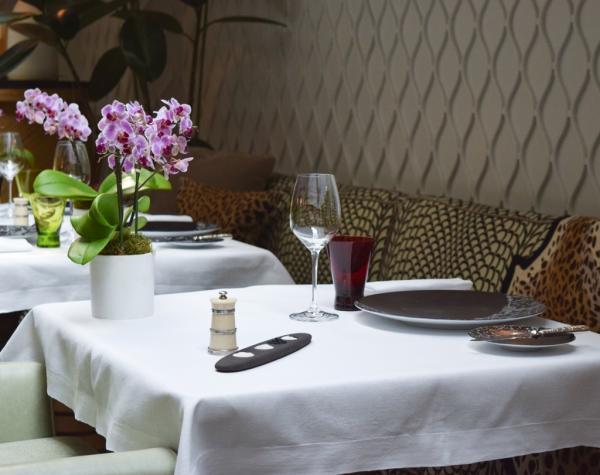 Décor féminin et délicat dans le restaurant © Yonder.fr