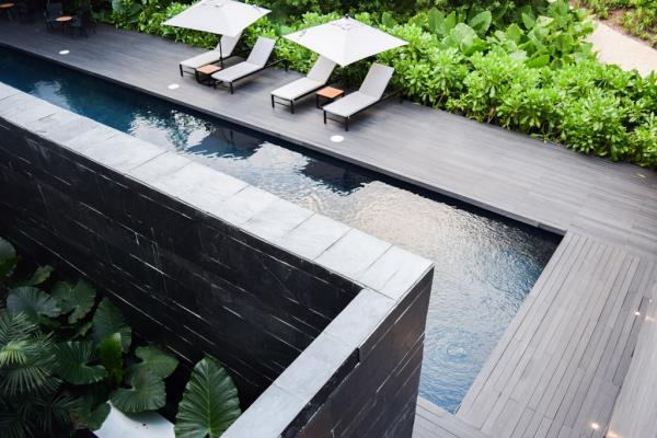 """La piscine """"intérieure"""" de l'hôtel, celle à laquelle le spa donne accès © Yonder.fr"""