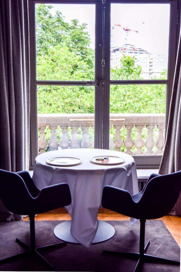 Vues sur la Seine depuis l'un des salons du restaurant Guy Savoy à La Monnaie de Paris © Yonder.fr