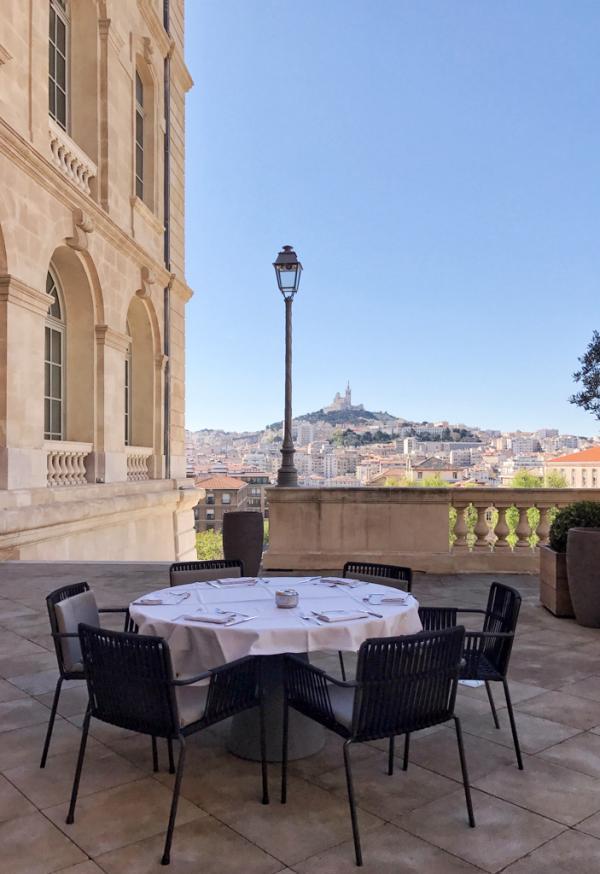 Sur la terrasse de l'InterContinental Marseille – Hôtel Dieu © YONDER.fr