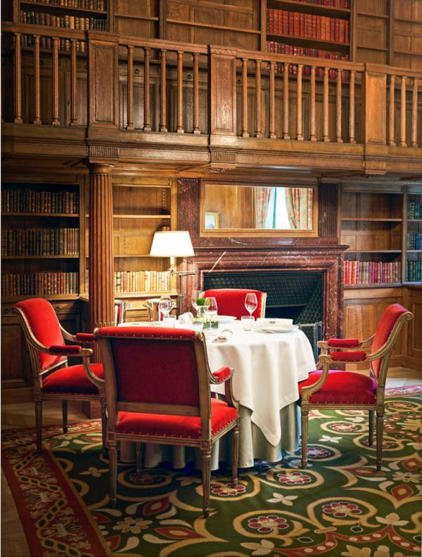Intérieurs cossus dans les salons du restaurant © Le Clarence