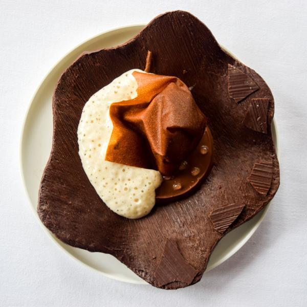 Feuille cristalline chocolatée à croquer, cryo concentration de lait à la noisette © Yonder.fr