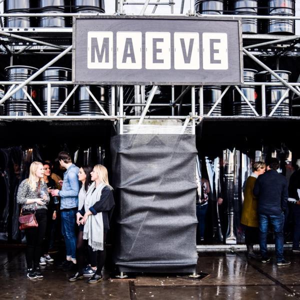 Devant la scène Maeve le dimanche après-midi © Yonder.fr