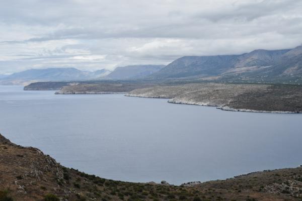 L'Irlande ? L'Ecosse ? Non, le Magne, comme ici la baie de Mezapos vue depuis le minuscule village d'Agia Kiriaki  © MB | YONDER.fr.fr