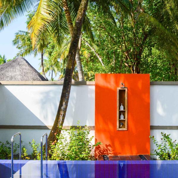 Les piscines des villas sur l'île © Pierre Gunther
