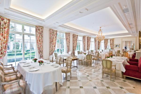 Décor luxueux à souhait à Épicure © Le Bristol Paris