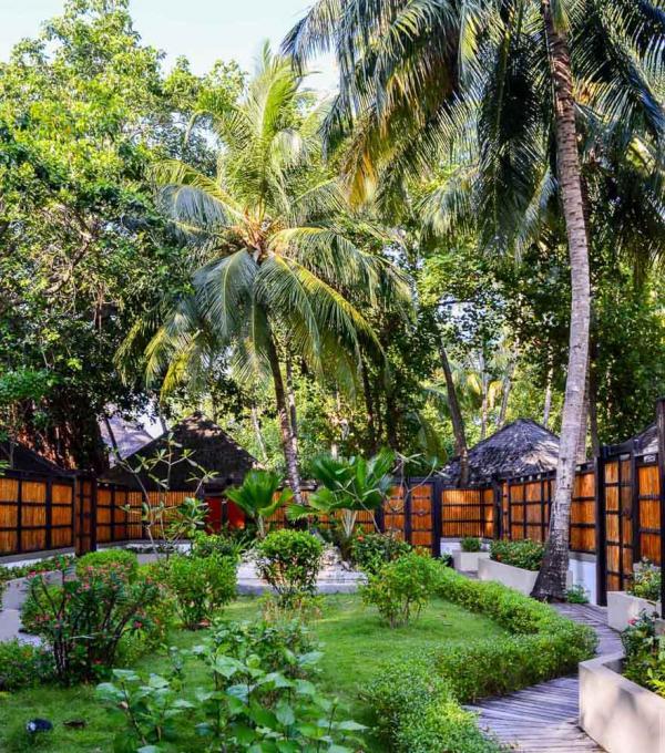 Angsana Velavaru – Jardin du spa © YONDER.fr