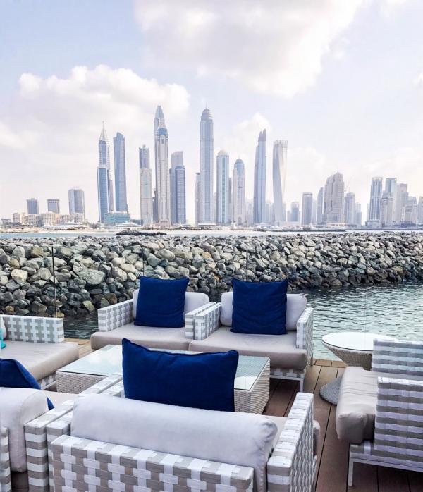 Terrasse avec vue au 101 Dining Lounge & Bar © YONDER.fr
