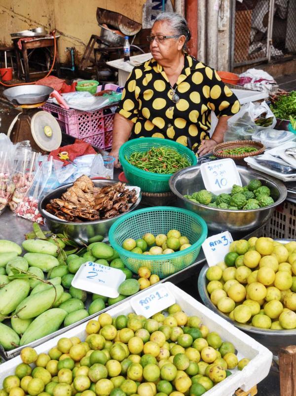 Vendeuse de fruits et légumes © Constance Lugger