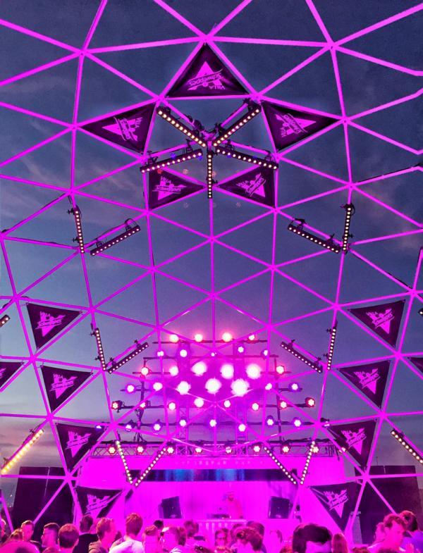 Le dôme de la scène Villa Schweppes, pour danser sous les étoiles © Yonder.fr
