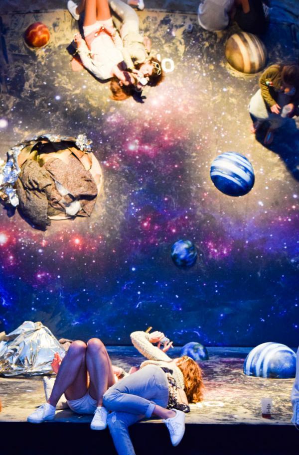 Session chill et selfies sur le planetarium-miroir © Yonder.fr