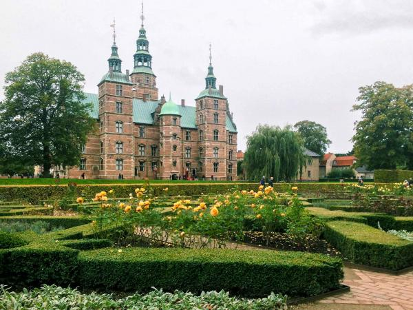 Les roseraies du Château de Rosenborg. © Pierre Gunther