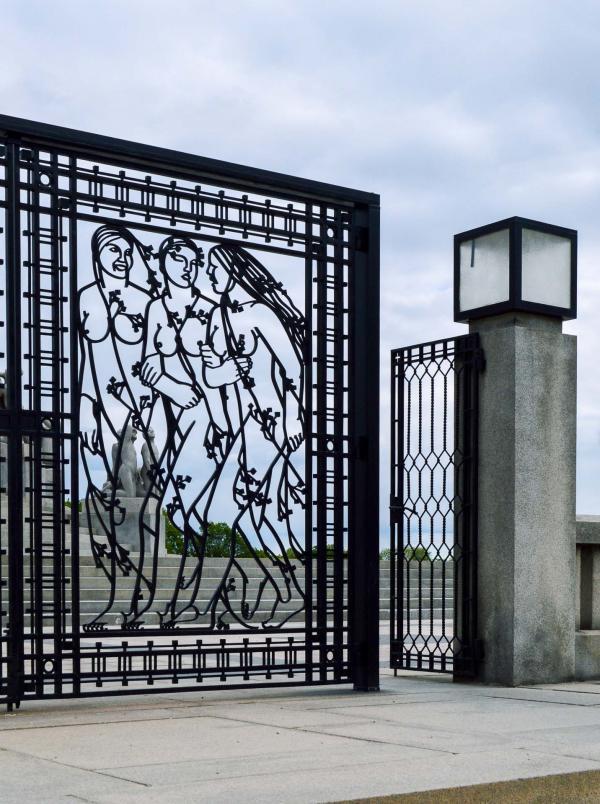 Les portails sculptés.