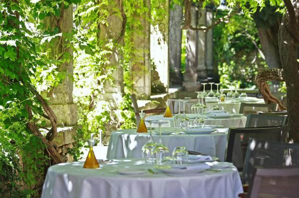 La table du Prieuré en été © Johan Meallier