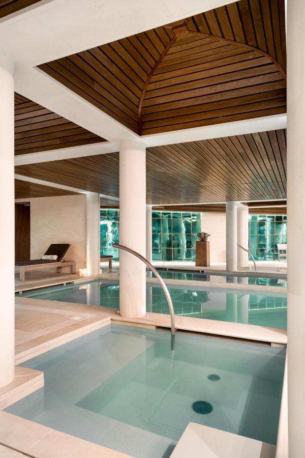 Aman Le Melezin - Jacuzzi et bassin de 14 mètres © Aman