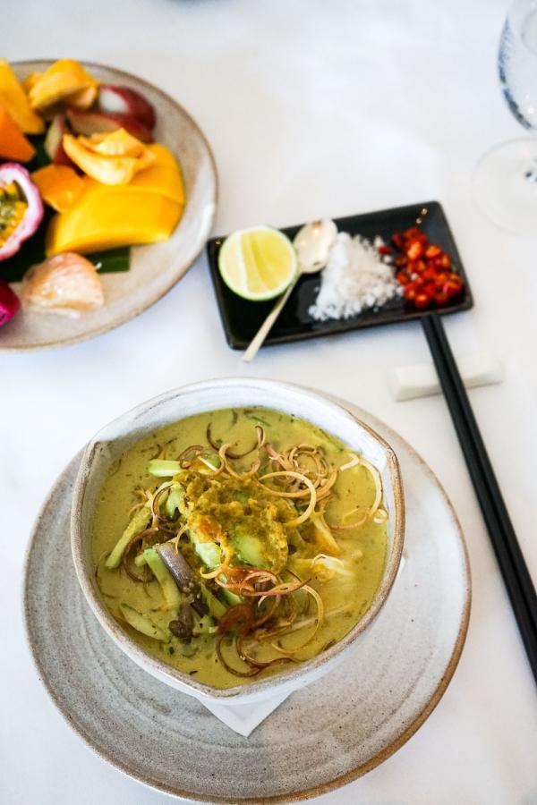 Cuisine cambodgienne impeccable servie au restaurant de l'hôtel © YONDER.fr