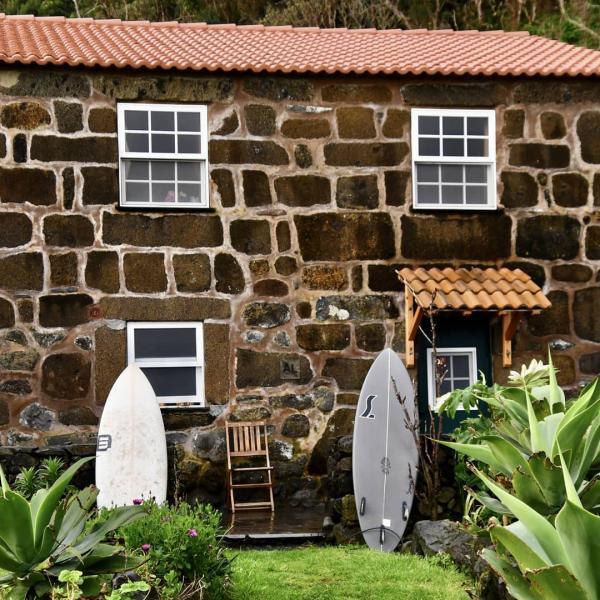 © Caldeira Guesthouse & Surfcamp