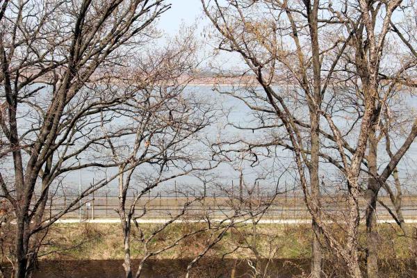 """""""L'autre"""" Corée est à seulement 2 kilomètres © Pierre Gunther"""