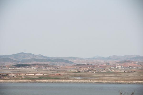 Les villages et les champs en Corée du Nord © Pierre Gunther