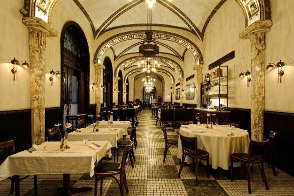 Le fastueux Intérieur du Callas, imaginé par David Collins | © Callas Café & Restaurant