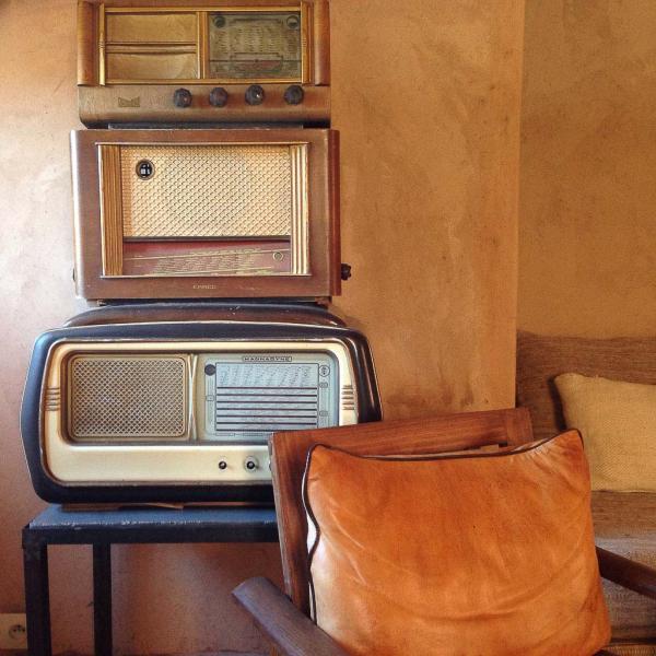 Déco vintage à l'intérieur de la chic Kasbah Bab Ourika | © Yonder.fr