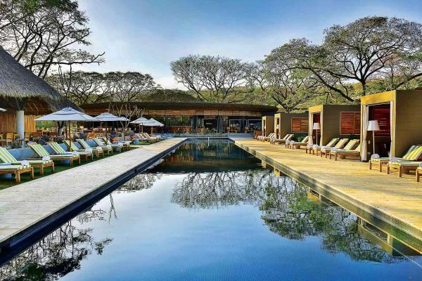 El Mangroove - La grande piscine extérieure