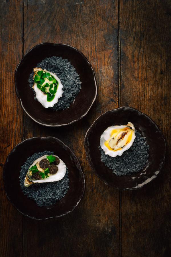 Trio d'huîtres par Florent Pietravalle au restaurant gastronomique de La Mirande © DR