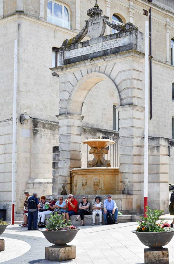 Fontana Ferdinandea sur la Piazza Vittorio Veneto © Giacomo Silvano