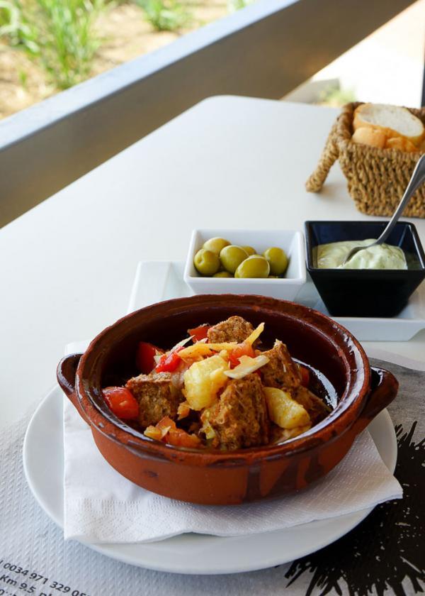 Les spécialités de l'île sont servies au restaurant de plage Vogamarí © MB   YONDER.fr