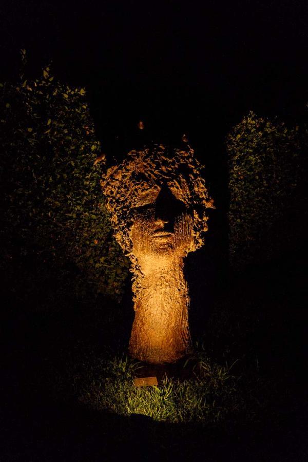 Four Seasons Hotel Firenze | Œuvre d'art dans le jardin de l'hôtel © DB|YONDER.fr