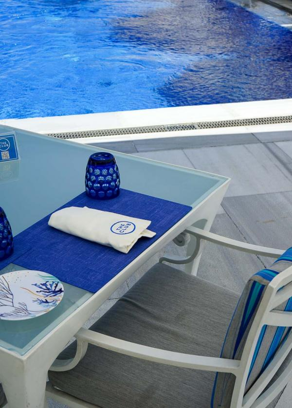 Four Seasons Istanbul at the Bosphorus – Au bord de la piscine © MB YONDER.fr