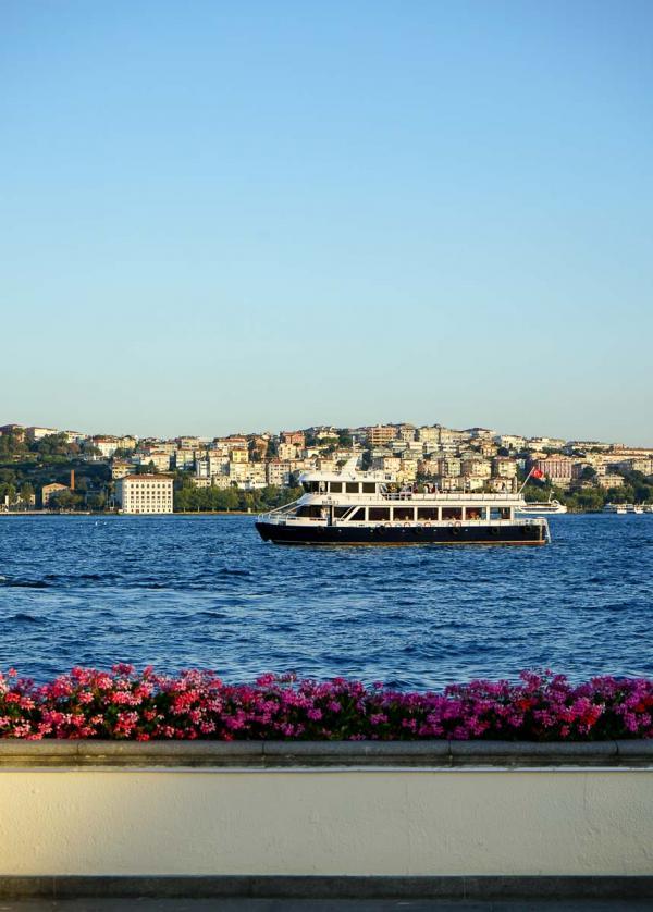 Vue sur le Bosphore depuis la terrasse du Four Seasons Istanbul Bosphorus © MB YONDER.fr