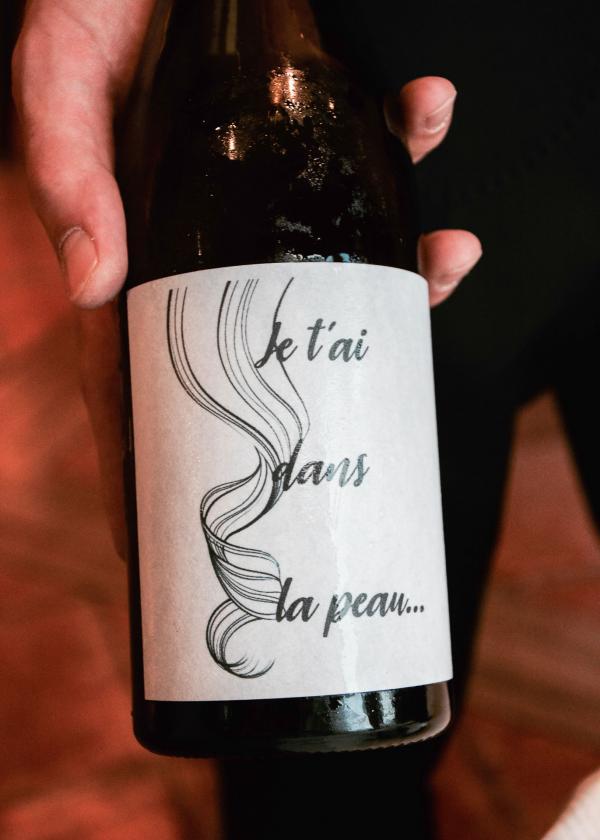 À la Côte Saint-Jacques, on est fier d'être à la pointe avec des vins nature triés sur le volet. S'ils sont légèrement troubles c'est normal, ils ne sont pas filtrés © YONDER.fr