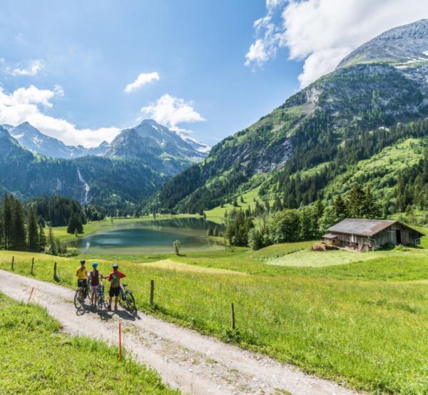 Autour du lac de Lauenen à vélo © Destination Gstaad