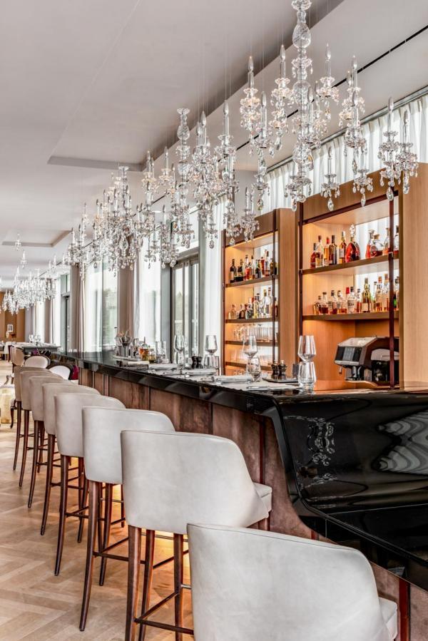 Bar du restaurant Le Bellevue au Royal Champagne © DR