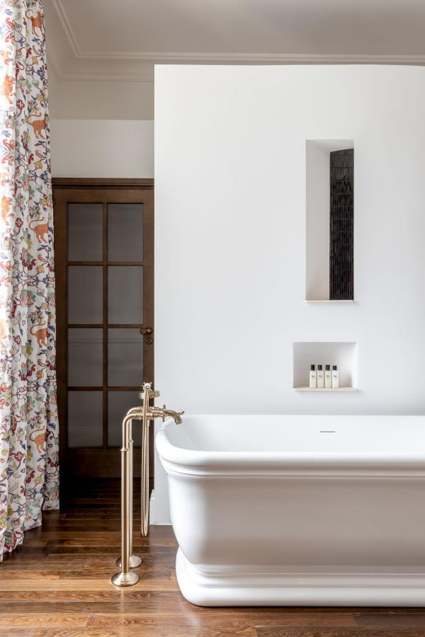 Maison d'Estournel – Salle de bain d'une Suite Junior Terrasse © B-Bolton-MBA