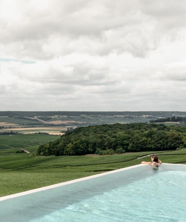 Royal Champagne Hôtel & Spa – Piscine extérieure © DR